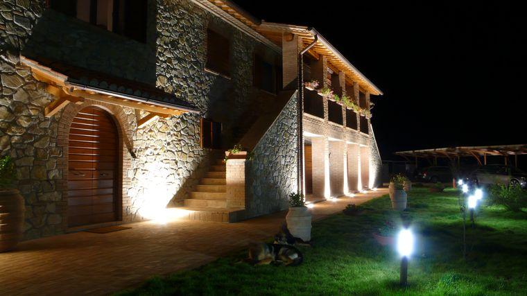 Illuminazione casale: una nuova vita per l antico casale del torrino